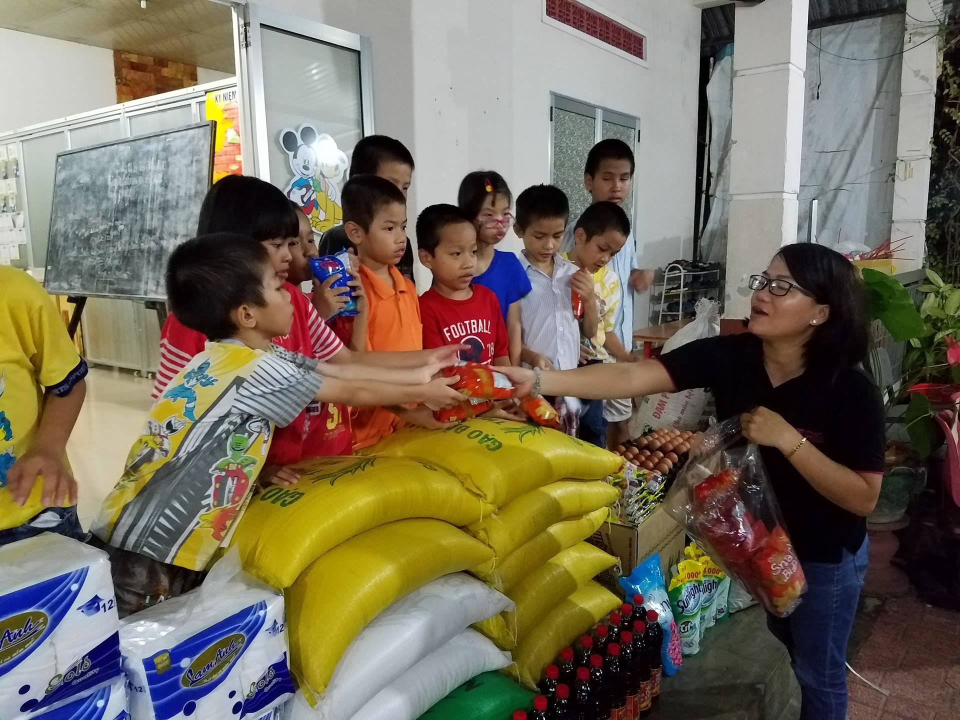 visit to an orphanage A visiting to the orphanage last saturday, the interact club had organised a visit to the orphanage which named rumah bahagia orphanage that was located in kuala lumpur the trip was comprised of thirty members and accompanied by three teachers.